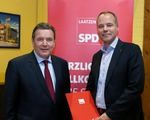 Gerhard Schröder ehrt Matthias Miersch